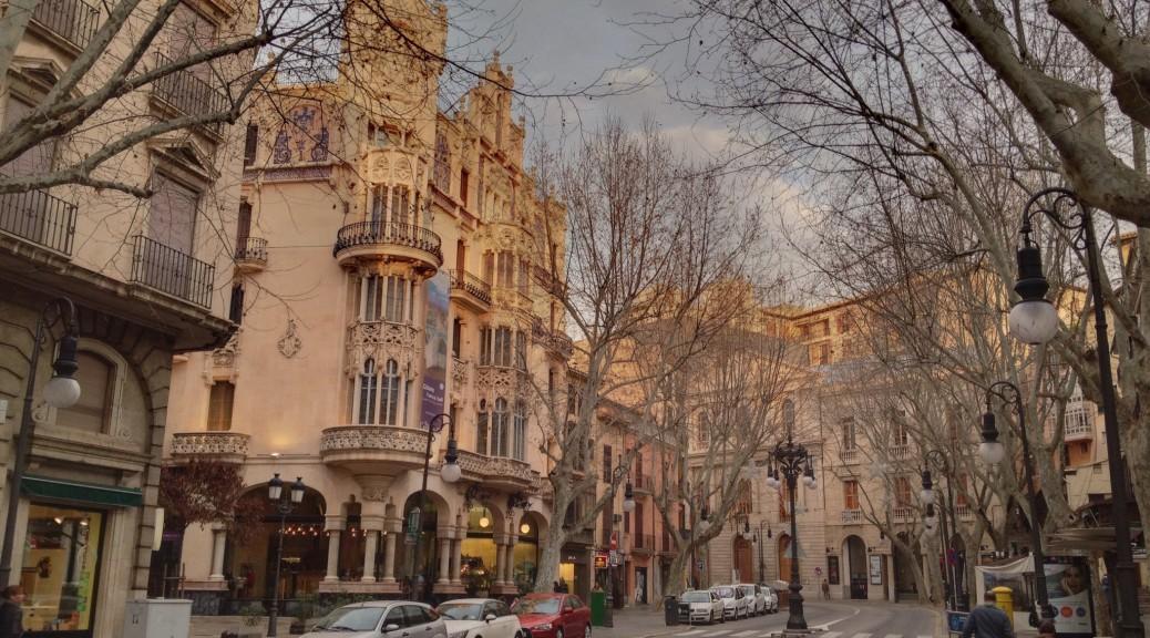 Viele beeindruckende Gebäude machen den Stadtbummel zu einem Erlebnis.