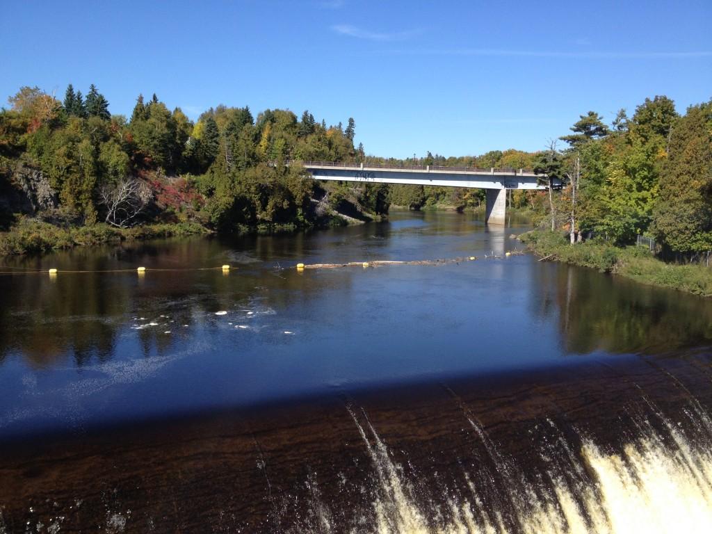 stürzt das Wasser die 83 m hinab.