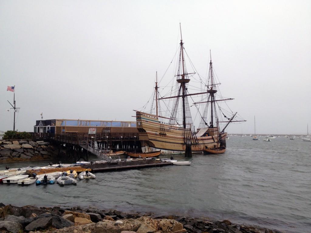 Im Hafen vom Plymouth liegt eine Nachbildung der legendären Mayflower, mit der die Einwanderer um 1620 von England kamen.